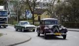 Klasyki i youngtimery przejechały ulicami Pruszcza. Miłośnicy motoryzacji za kółkiem! Zobaczcie zdjęcia!