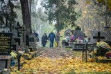 Białystok. Cmentarze znów są otwarte, ale tłumów nie ma (ZDJĘCIA)