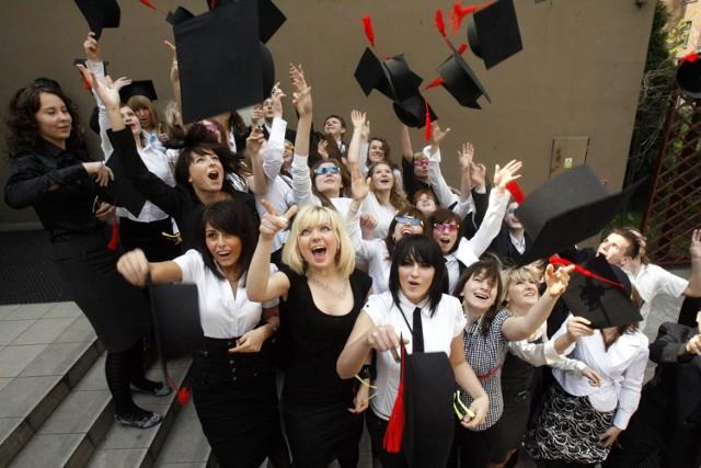 Tak kilka lat temu maturzyści kończyli rok szkolny w Legnicy.
