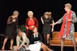 """Ostrowczanki wystąpią w sztuce """"Osiem kobiet"""".  Zobacz zdjęcia z prób do spektaklu"""