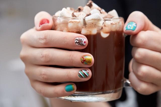 Brakuje Wam pomysłu na oryginalny manicure? Sprawdźcie najpiękniejsze inspiracje na paznokcie zimowe.