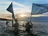 Dąbki, Jarosławiec. Morsy rozpoczęły jesienno - zimowe kąpiele ZDJĘCIA