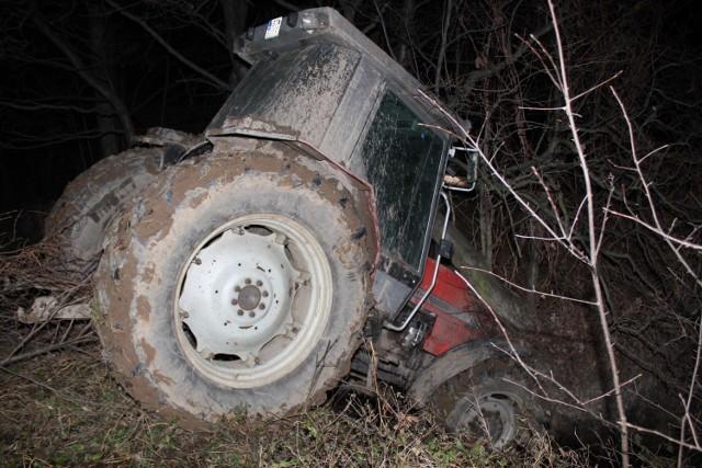 Kierowca traktora uciekając przed policją wpadł do potoku