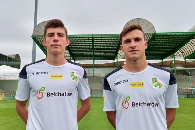 Na zdjęciu od lewej strony 17-letni: Jakub Witek (wypożyczony z Wisły Płock) oraz wychowanek Kamil Mizera