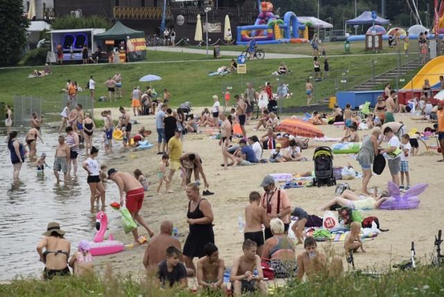 Plaża nad zalewem Zadębie w Skierniewicach w niedzielę, 25 lipca