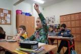 Przeciążone plany lekcji? Uczniowie jak na etacie. MEiN chce uszczuplić program