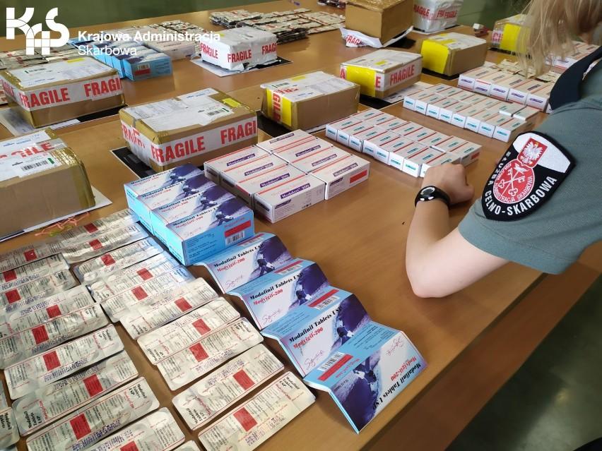 Przesyłki z nielegalnymi lekami w Oddziale Celnym Pocztowym w Pruszczu Gdańskim. To najwięsze ujawnienie od lat!