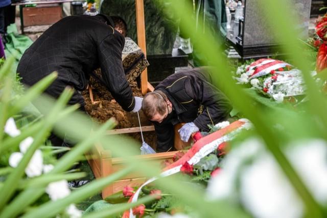 W ciągu tygodnia 8-14 marca 2021 (to ostatnie dostępne dane statystyczne) w Kujawsko-Pomorskiem zmarło 577 osób, a tydzień wcześniej odnotowano 532 zgony. Mówi się, że to skutek trzeciej fali koronawirusa