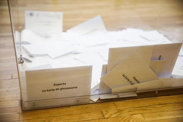 Głosować można na trzy sposoby - elektroniczne, korespondencyjnie lub wrzucając kartę do głosowania do jednej z 19 urn na terenie Małopolski.