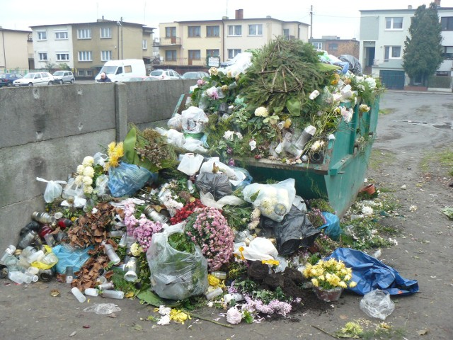 Krotoszyn - Śmieci na cmentarzu