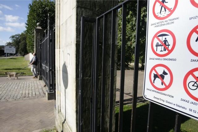 Znaki z przekreślonym psem znikną na dobre z naszego otoczenia?