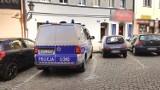 Ciało mężczyzny w mieszkaniu  w centrum Leszna. Jego nieobecność zaniepokoiła sąsiadów [ZDJĘCIA]