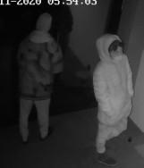Gmina Pruszcz Gd. Kradzież z włamaniem do domu w Juszkowie. Policjanci szukają sprawców. Rozpoznajesz ich?