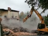 """Wyburzają budynek dworcowy na wieluńskim """"Giewoncie"""" ZDJĘCIA, WIDEO"""
