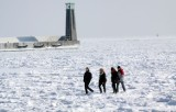 Lód jest kruchy ostrzegają  strażacy