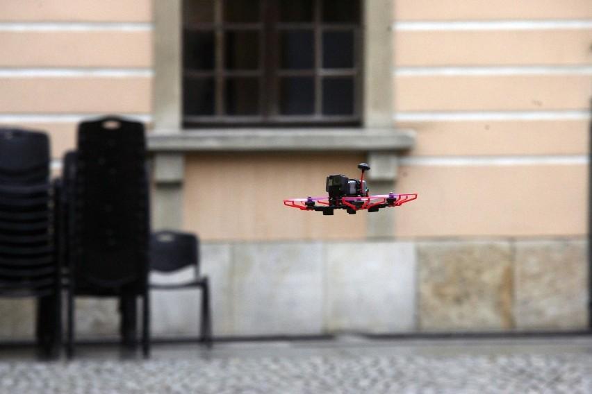 Dron Latał Przy Wieżowca Na Widzewie Po Co I Kto Nim Latał