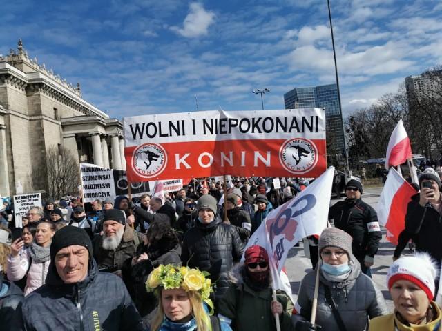 W demonstracji przeciwko obostrzeniom i reżimowi sanitarnemu wzięło udział 25 osób z Konina.