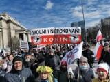 """Delegacja z Konina na warszawskim """"Marszu o Wolność"""". Protestowali przeciwko obostrzeniom z Ivanem Komarenko i Justyną Sochą"""