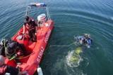 Tragedia w Antoninie. 2-letnie dziecko topiło się w jeziorze Szperek. Mimo długiej reanimacji, nie dało się go uratować [AKTUALIZACJA]