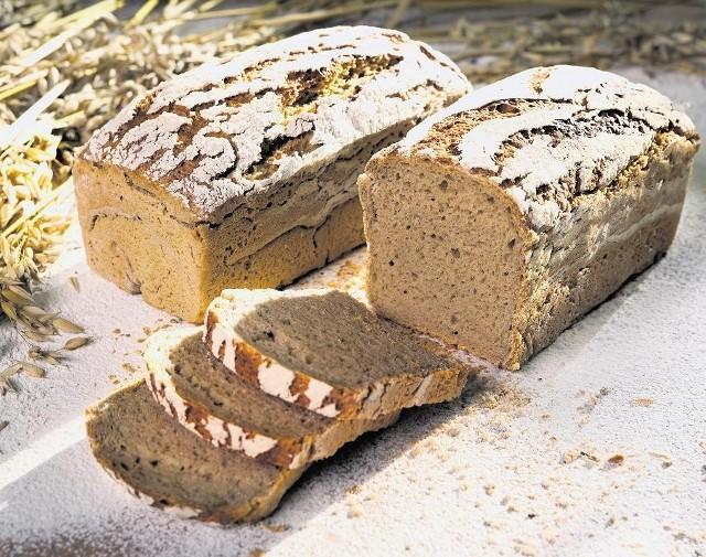 Chleb razowy pieczony  tradycyjnymi metodami staje się coraz popularniejszy