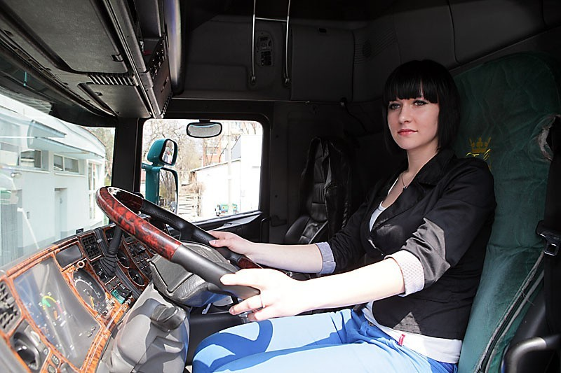 19-letnia łodzianka za kierownicą ciężarówki [ZDJĘCIA+FILM]