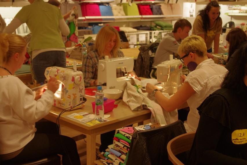 Blogerki szyją jaśki w Ikea Katowice