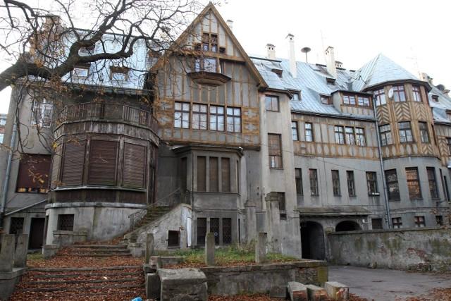 Zabytkowy pałac Steinertów niszczeje