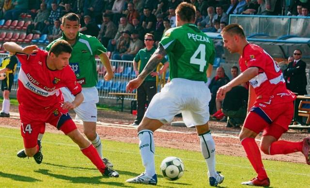 Maciej Małkowski (z lewej) i Sławomir Szary doskonale sobie radzą na lewej stronie boiska