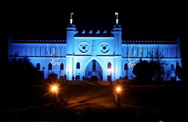 Dzień Wiedzy o Autyzmie: Podświetlili zamek na niebiesko