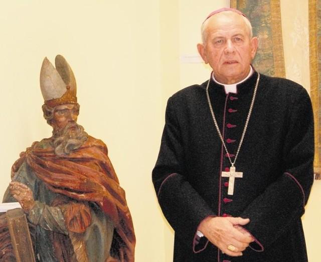 Biskup Stanisław Napierała przechodzi na emeryturę