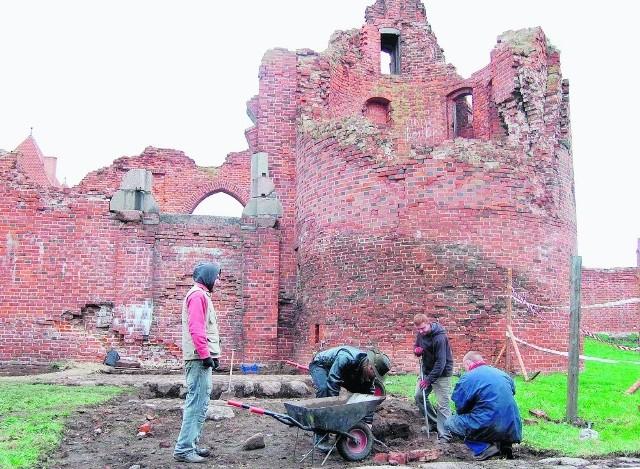 Przy zamku w Malborku trwają już prace archeologiczne