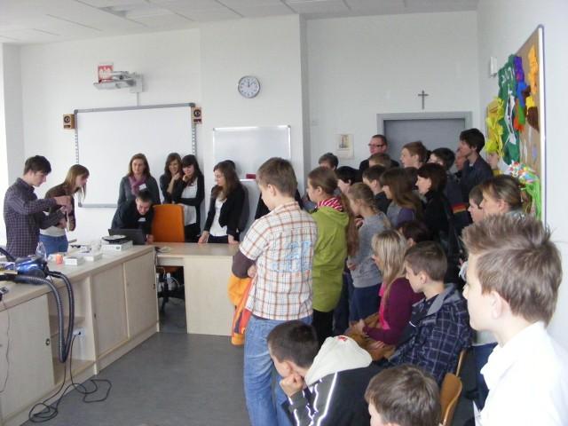 Rokietnickie Gimnazjum im.Noblistów zachęca do rozpoczęcia nauki w jego murach