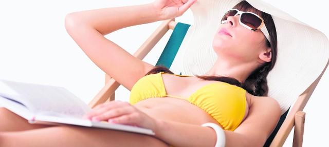 Przed silnym słońcem chrońmy twarz kremami z filtrami UV i osłaniajmy ją kapeluszem