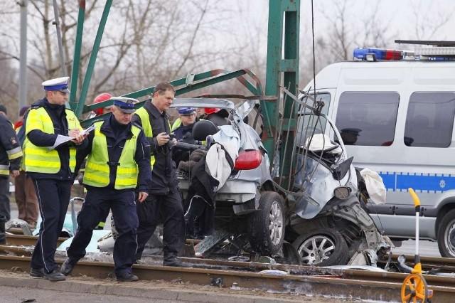 W tragicznym wypadku na Hetmańskiej w Poznaniu zginął 22-letni pasażer samochodu