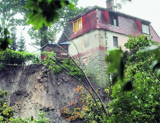 Piętnastometrowa skarpa w Uniejowicach runęła do rzeki