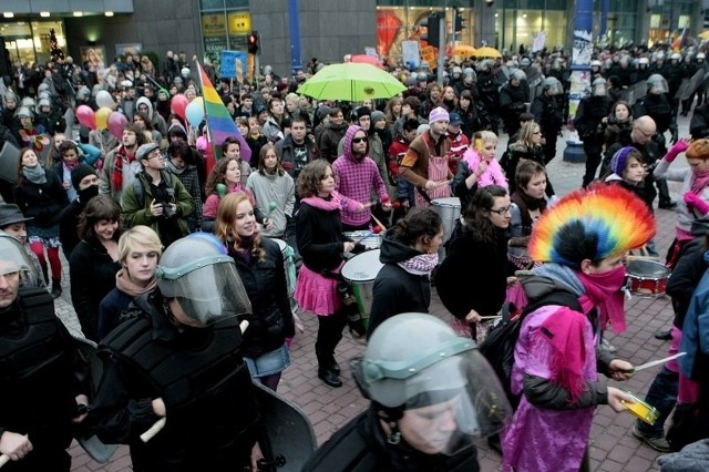W ubiegłym roku do zadymy nie doszło. Uczestnicy Marszu Równości i kontrmanifestacji zachowali się pokojowo.