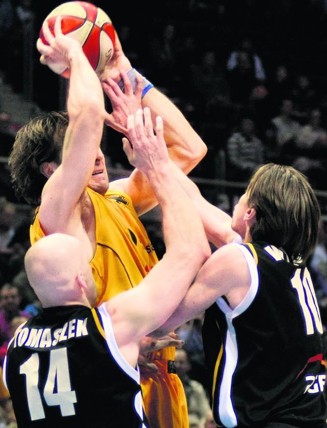 Koszykarze Trefla (żółte stroje) zajęli 3. miejsce w lidze