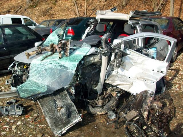 Tak wygląda ranult clio po tragicznym wypadku w Hopowie