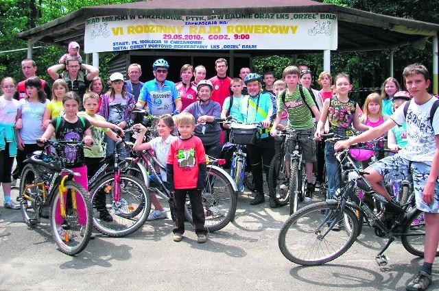 Uczestnicy rajdu rowerowego zmęczeni, ale szczęśliwi