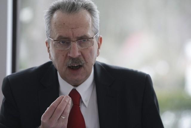 - Jestem rektorem Akademii Wychowania Fizycznego i Sportu - stwierdził w niedzielę podczas konferencji prof. Tadeusz Huciński.
