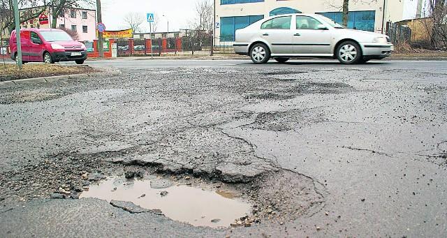 Widziałeś większą dziurę? Zrób jej zdjęcie i wyślij do nas: redakcja@kurierlubelski.pl