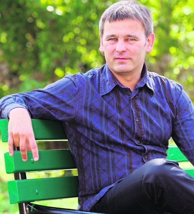 Jacek Grudzień jest dziennikarzem i publicystą Radia Łódź i Łódzkiego Ośrodka Telewizyjnego
