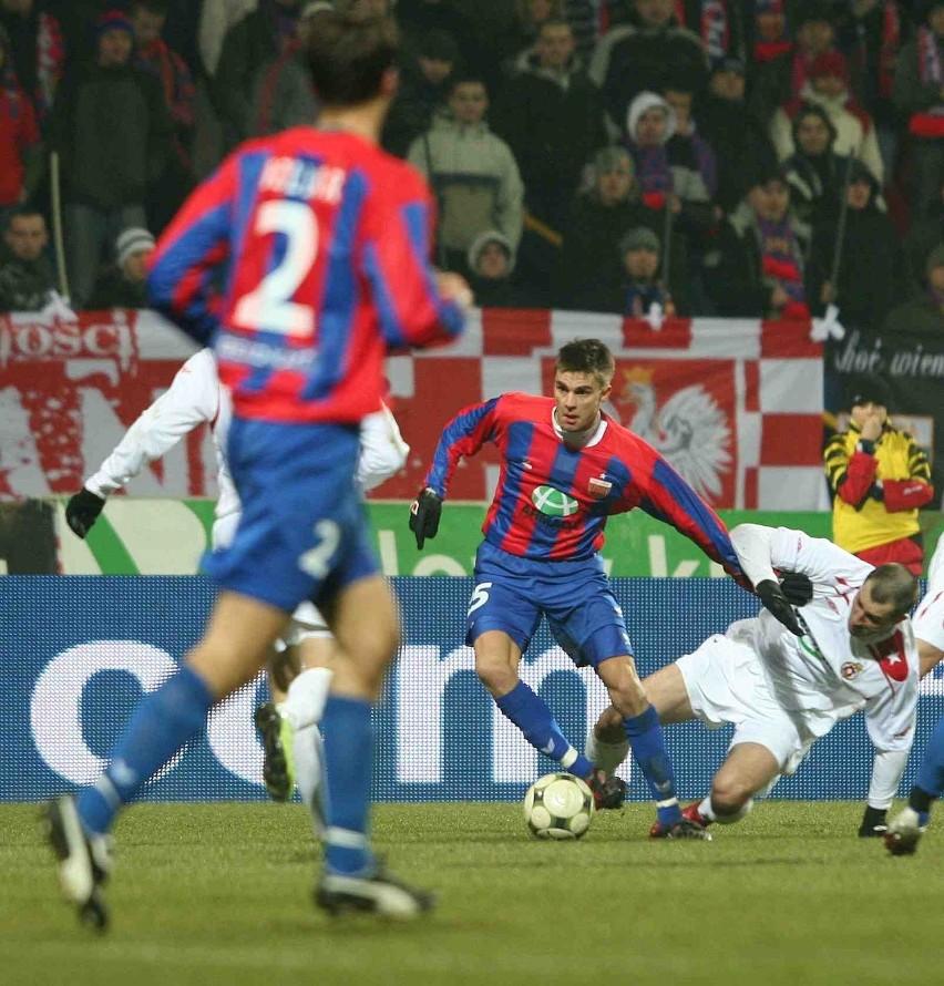Michał  Zieliński (przy piłce)  przypomniał kibicom,  że potrafi strzelać bramki. W piątek jego gol dał prowadzenie Polonii