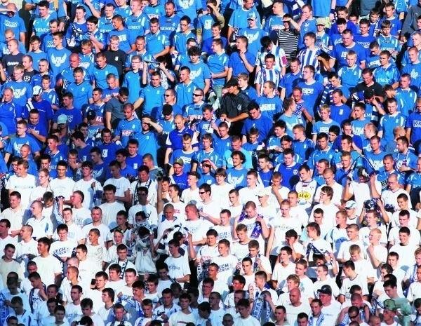 Wspólnie możemy stworzyć wielką, żywą, niebiesko-białą flagę oddanych  Lechowi kibiców!