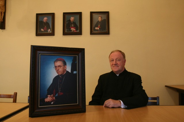 Proboszcz bielszowickiej parafii, ksiądz Henryk Jonczyk, pozostaje w stałym kontakcie z arcybiskupem