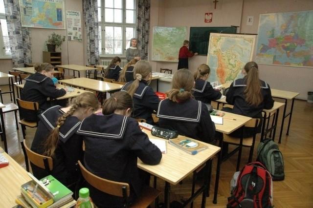 Siostry Urszulanki starają się o przekształcenie niepublicznej szkoły ponadgimnazjalnej w publiczną placówkę.