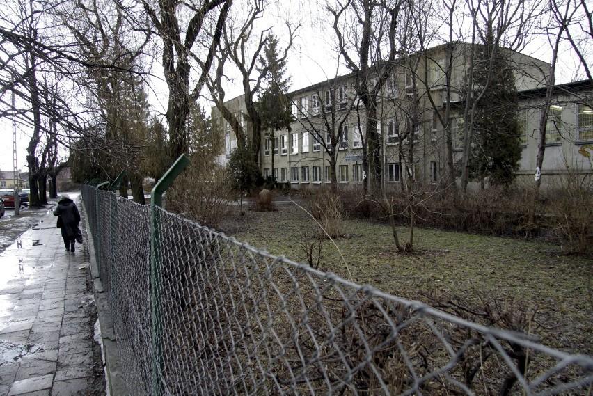 Szkoła Podstawowa nr 49 jest częścią Zespołu Szkół nr 4