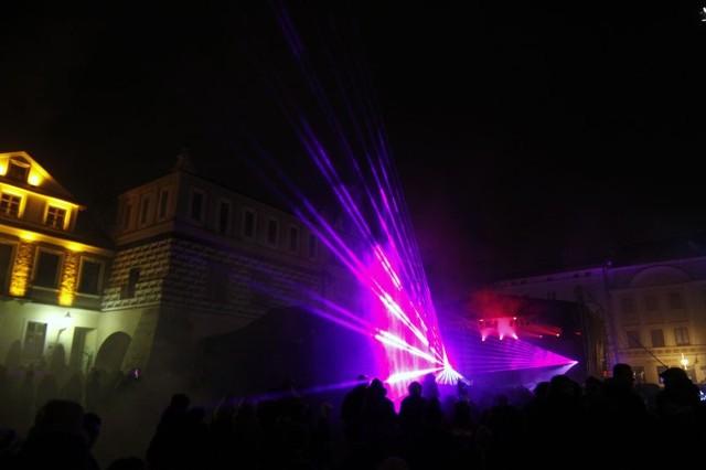 Na finał Wielkiej Orkiestry Świątecznej Pomocy tarnowianie zobaczyli pokaz laserów i usłyszeli koncert zespołu Golden Life