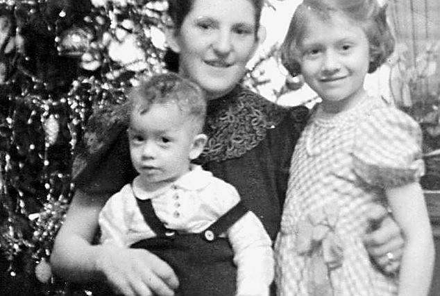 Wigilia 1941 r. w domu Tessmerów. Na zdjęciu Stefa z dziećmi