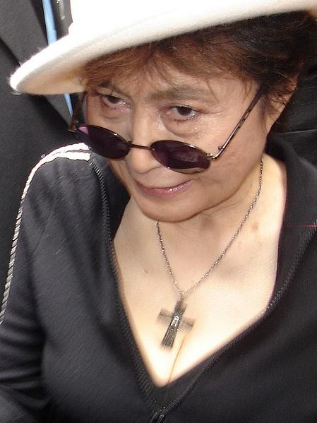 """Yoko Ono - według niektórych opinii """"najbardziej znienawidzona kobieta na świecie"""""""